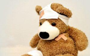 Bild eines bandagierten Teddybären