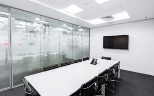 Bild eines leeren Meeting-Raumes